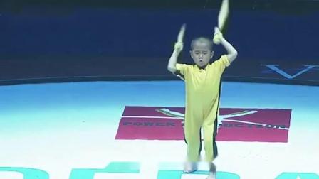 日本7岁男孩迷上李小龙, 废寝忘食练武术, 功夫惊人