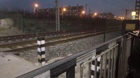 火车视频之DF4C牵引短货列快速通过