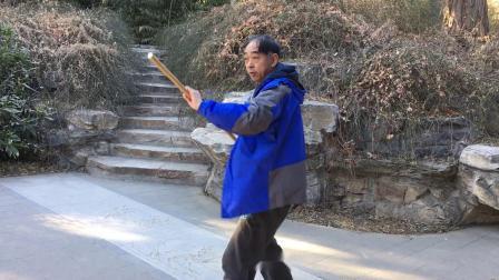 张胜利演练张氏形黑虎鞭杆第二路完整套路