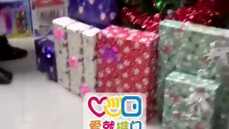 爱就推门玩具店全国连锁店圣诞爷爷给宝宝们送惊喜咯