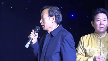 韩爱芳书法刘爱时剪纸在纪念毛主席诞辰125周年暨新年联谊会上现场表演