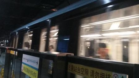 南京地铁一号线(2324)出安德门站。