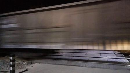 火车视频之夜间快速货列