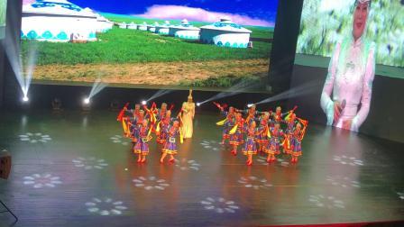 """""""依舞缘""""舞蹈队与乌兰托娅同台表演《陪你一起看草原》15人版(筷子舞)"""