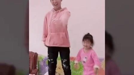 赵冰冰和她妹妹  海草舞