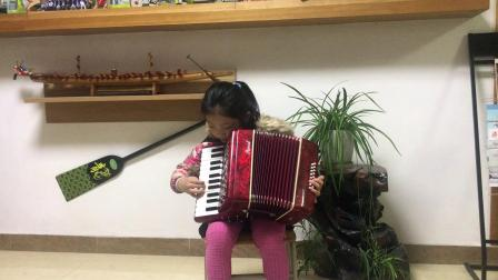 崔靖曼7岁手风琴演奏我爱这蓝色的海洋