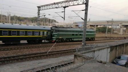 DF4牵引3217南京站三道发车!