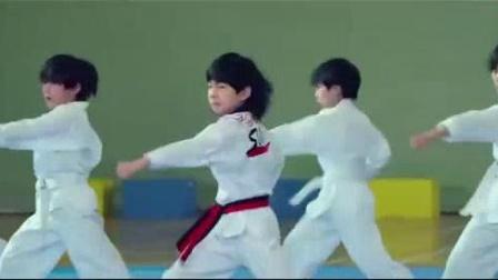 我在龙拳小子:林秋楠训练跆拳道学员,还给老师下挑战书截了一段小视频