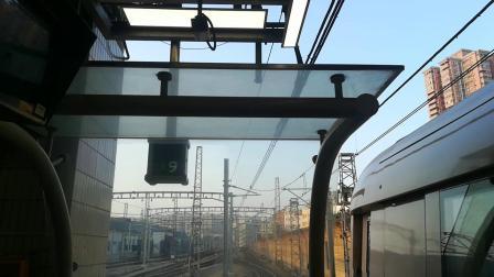 广州地铁一号线庞巴迪西塱进站