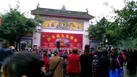 川主庙九皇盛会之四:小雨中继续演出