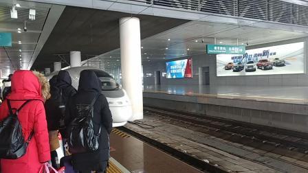 G7619次(徐州东——温州南)进南京南站。