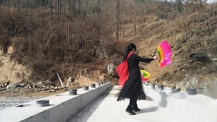 彭凤广场舞扇子舞〔山里人活得真漂亮〕