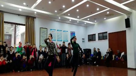 藏族舞:阿爸(正面、背面)