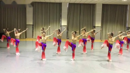 敦煌舞:长绸舞:(向东方向西方)