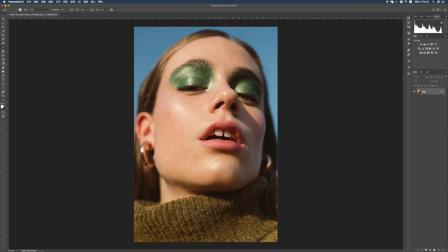 如何关闭模特的大牙缝 in Photoshop