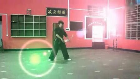 我在【凌云棍道】教练陈奎双节棍2012新年视频。绝美转棍视觉!截取了一段小视频