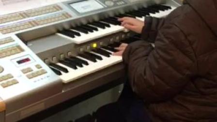 双排键电子琴演奏《天空之城》:飞飞