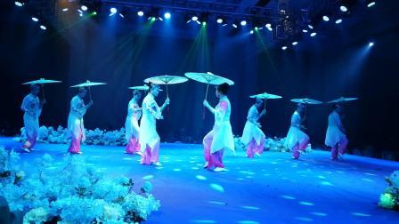 2019国际三八妇女节上演雨中太极