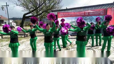 木镇镇黄山山河,王光泽,余爱玉,夫妇俩主办,红歌戏曲广场舞队