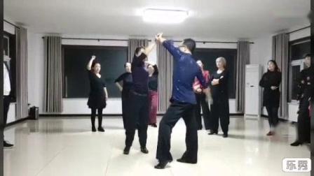 我在云峰老师教学视频(双翻胸下腰造型)截了一段小视频