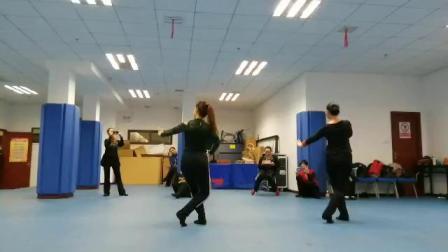 舞蹈:小河淌水(背面)