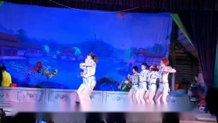 禄段乌坭舞蹈队:嗨起来