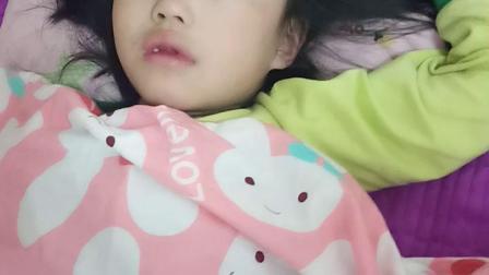 兰妮七毛岁睡觉的样子