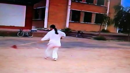 2001年8月剑舞瑛姿学练形意规定枪