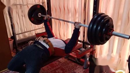 卧推150kg4次及部分训练片段