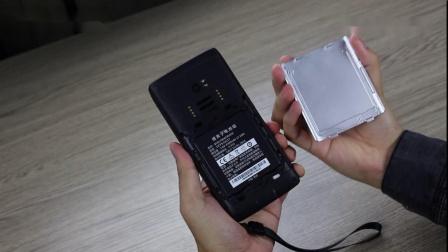 【操作演示】东集小码哥A工业级PDA手机-拆卸电池后盖演示