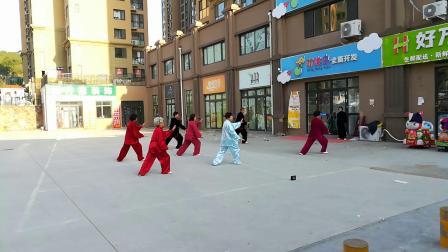湖山美地社区活动晨练24式太极拳