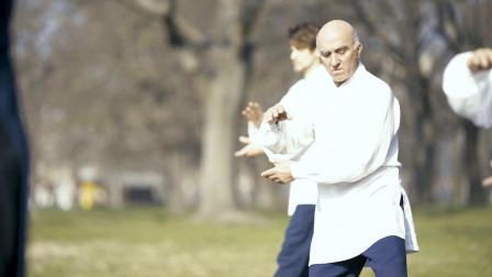 中国小伙教太极成了香饽饽,国外练习传统武术的人越来越多了