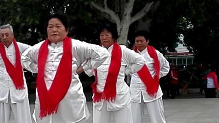 八段锦展示  腊山站赴荣成旅游团