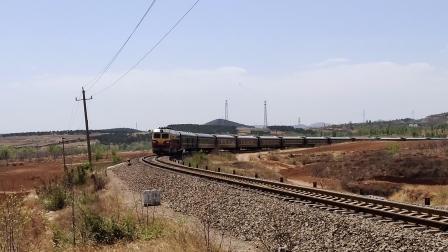 客车2068次锦承线202公里通过