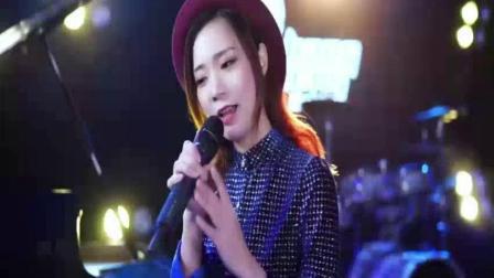 美女演唱一首《上海滩》粤语经典版