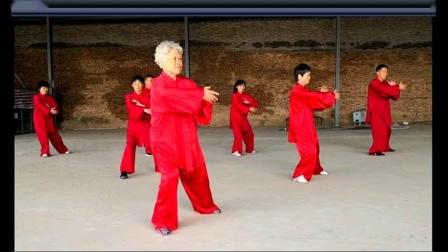 杨式第六代传人和亚琴带领弟子练拳