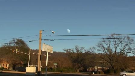 土星出现在月亮所在位置上,抬头看竟然是这个样子!好看又吓人!