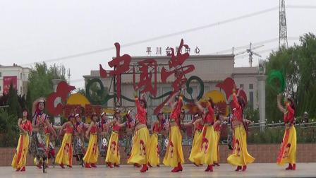 19年5月25日蓝月亮舞蹈队在平川广场舞蹈大赛中表演【康定情歌】