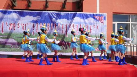 巴雅斯古楞中心学校三年级舞蹈