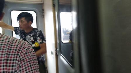 上k8385列车。