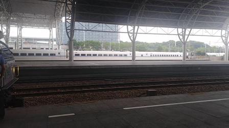 CRH2B进南京站。