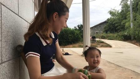 江西六毛:农家媳妇在家带娃,还要帮老公做饭,六毛真幸福!