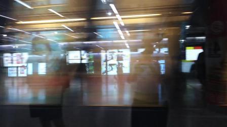 南京地铁一号线(3132)进新街口站。