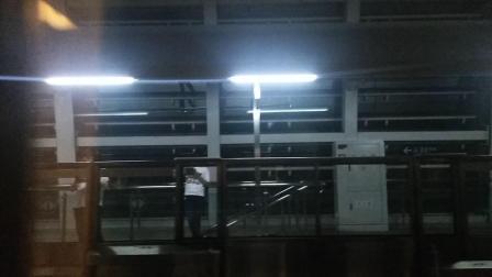 南京地铁一号线(047048)龙眠大道至南医大江苏经贸学院。