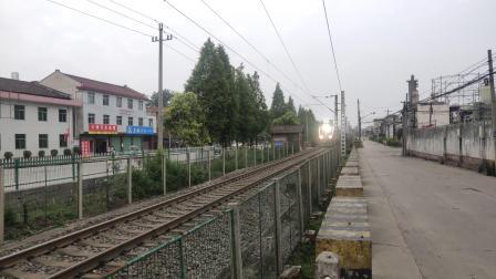 客车K390次城固站三道通过