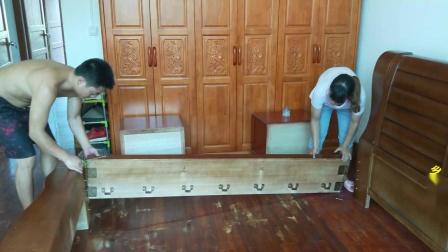 农村姑娘买木床,老板原价3400元,妹子用这一招,直接省下500块