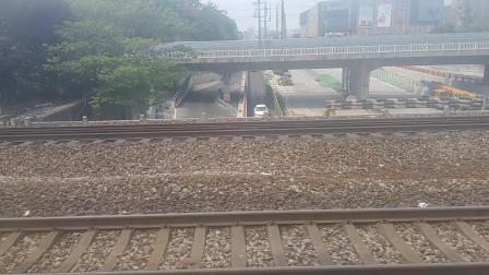 k34交汇k101进南京站。