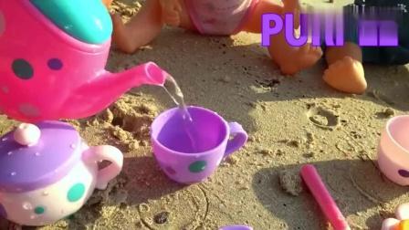 少儿早教 小萝莉沙滩玩彩色模具, 还学习颜色和儿歌