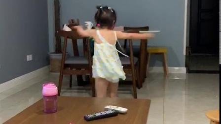 彭羽娍穿裙子转圈圈