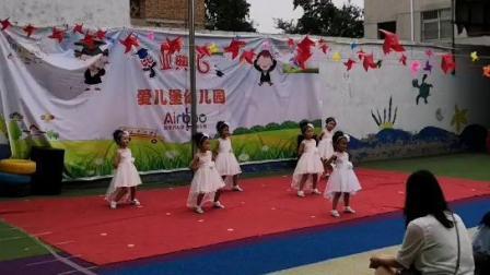 中二班舞蹈《走着走着花儿就开了》